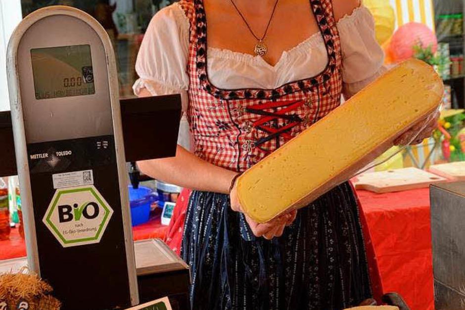 Leckeren Käse vom Bauernhof gab's auf dem Erzeugermarkt. (Foto: Gerhard Walser)