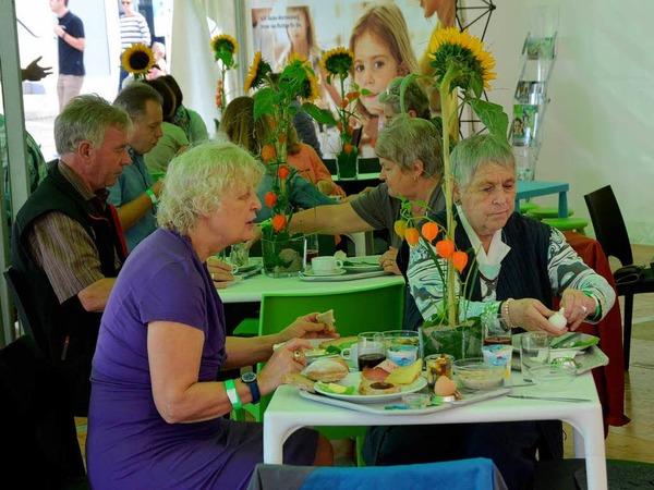 Gut besucht war schon das AOK-Familienfrühstück auf dem kleinen Marktplatz.