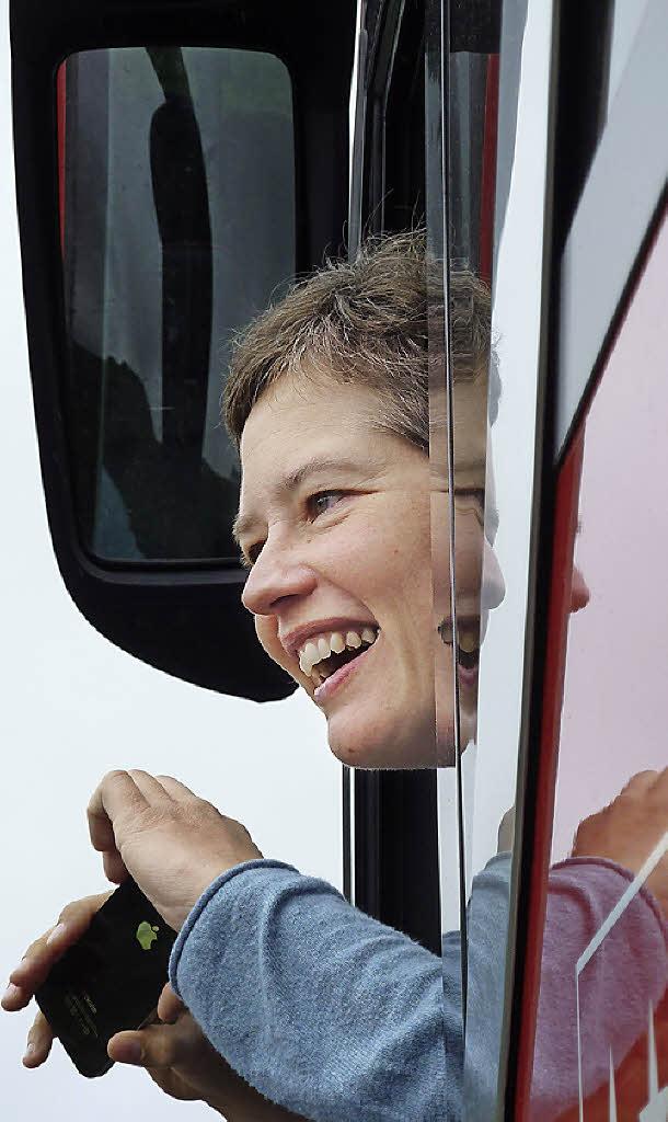 Freut sich auf Gäste: Busfahrerin <b>Sandra Janner</b> Foto: privat - 75141760