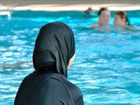 Gericht: Muslimische Mädchen müssen mitschwimmen