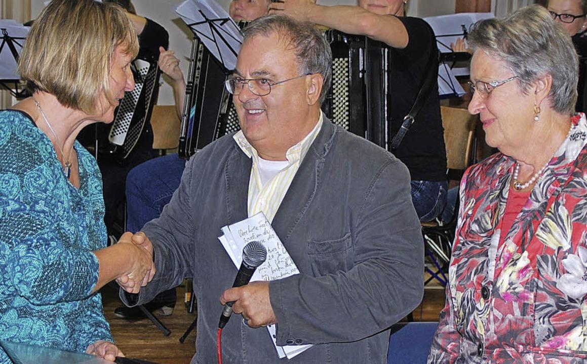 Die Vorsitzende des Kirchenchores, Hil...die Witwe des Stifters, Wilma Meister.    Foto: privat
