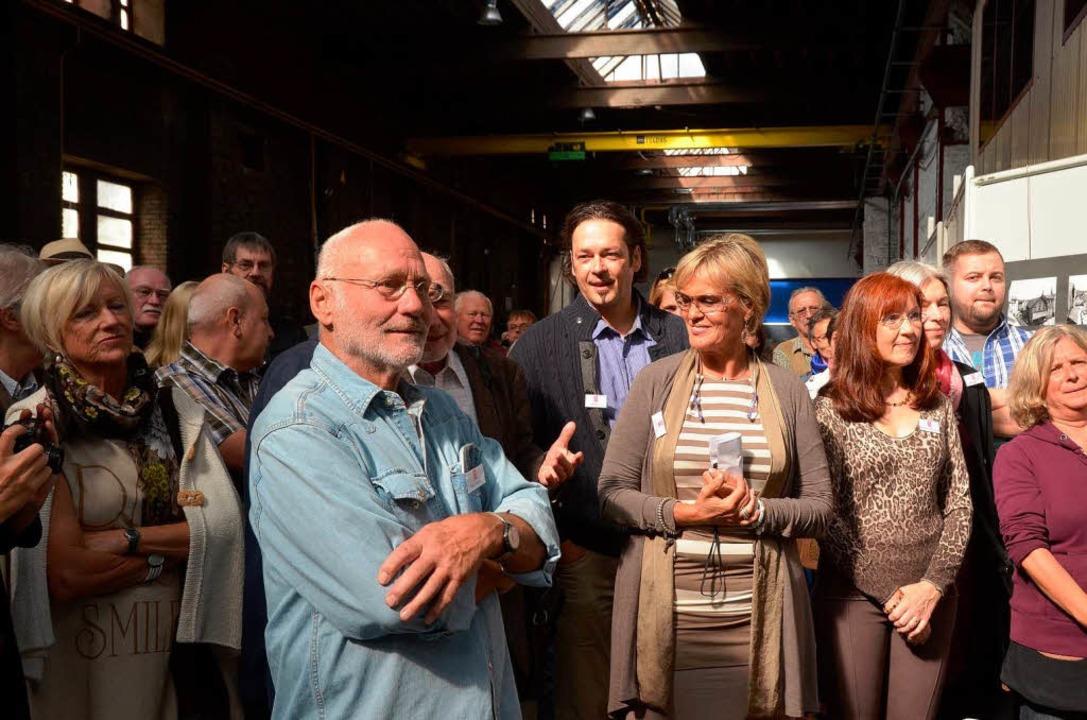 Kunst im Werk : Mit Ausstellern und vielen Gästen wurde es eng.    Foto: Sylvia-Karina Jahn