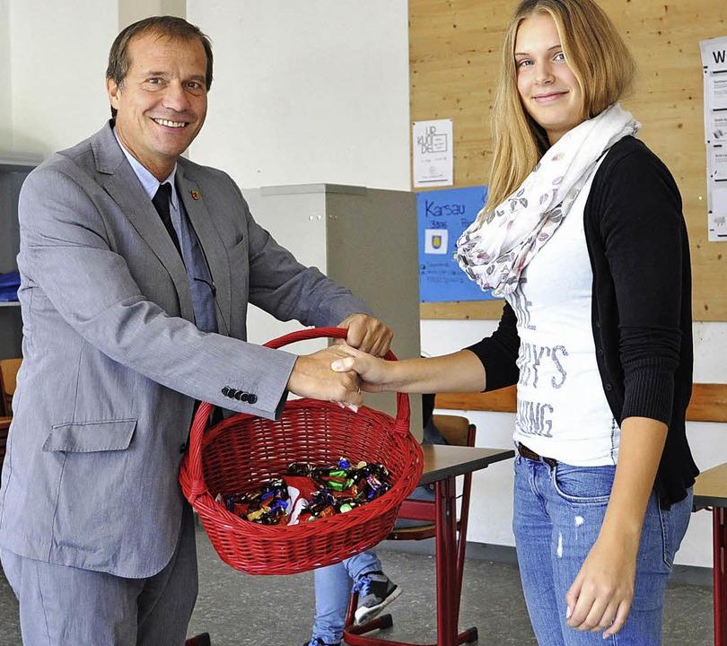 Besuch:  OB Eberhardt machte am Sonnta... verteilte Süßigkeiten an die Helfer.   | Foto: Stadt