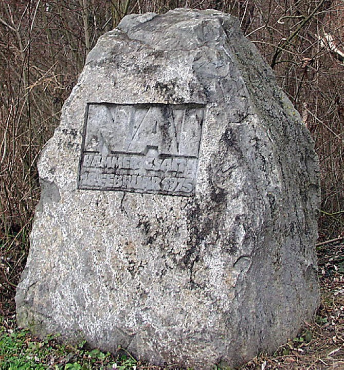 Widerstand gegen das AKW in Stein geme...r Gedenkstein im Wyhler Rheinauewald.     Foto: Archivfoto: Truöl
