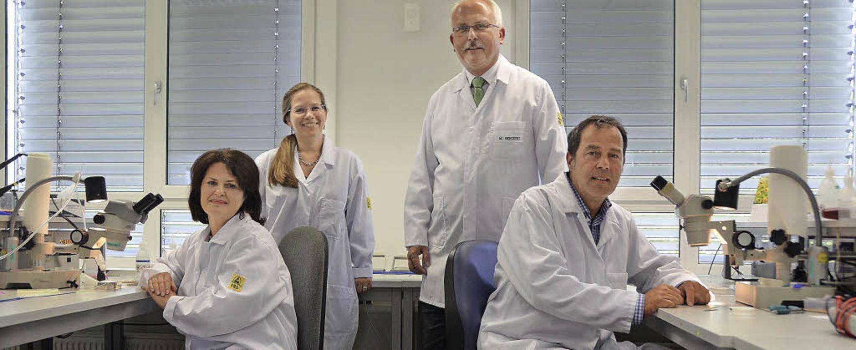 Firma VascoMed in Binzen (von links): ...Med), Bürgermeister Andreas Schneucker  | Foto: Michael Gilg