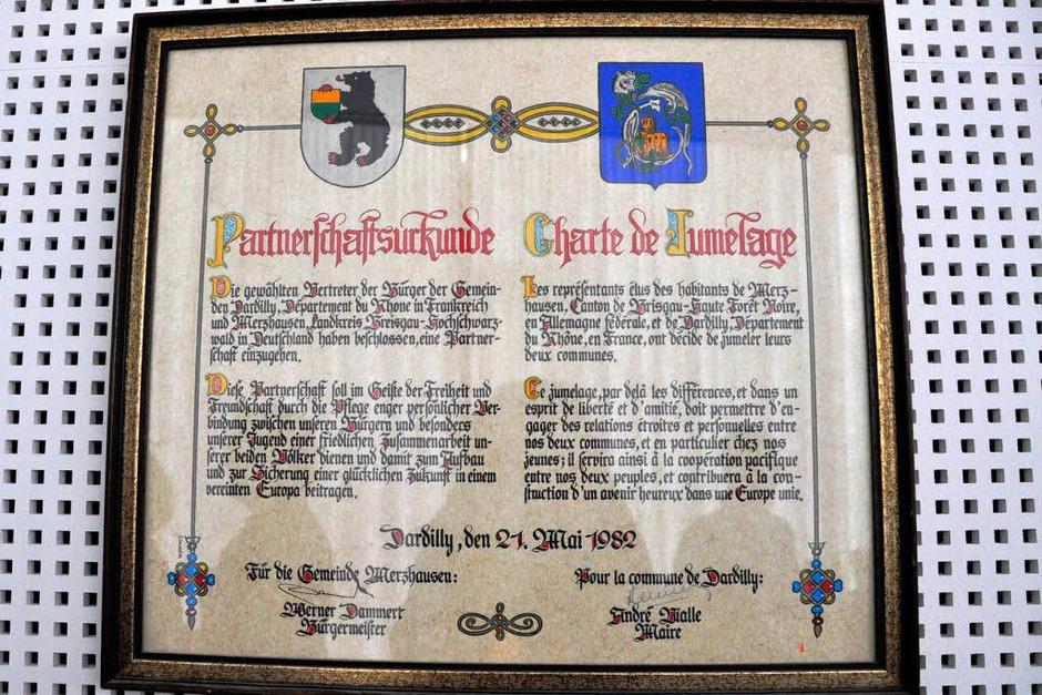 Der Partnerschaftsvertrag von Merzhausen und Dardilly vom 21. Mai 1982. (Foto: Jacqueline Grundig)
