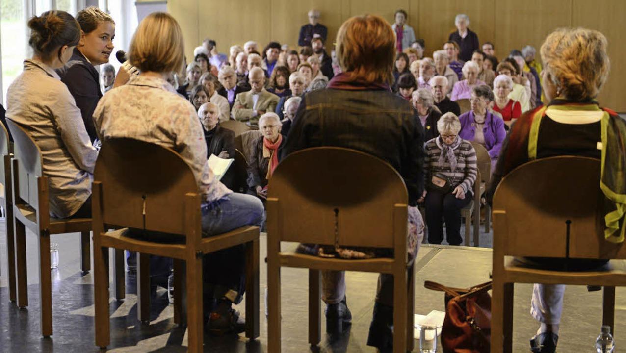 Um Projekte für alte Menschen ging es ...msdiskussion im Bürgerhaus am Seepark.  | Foto: ingo schneider