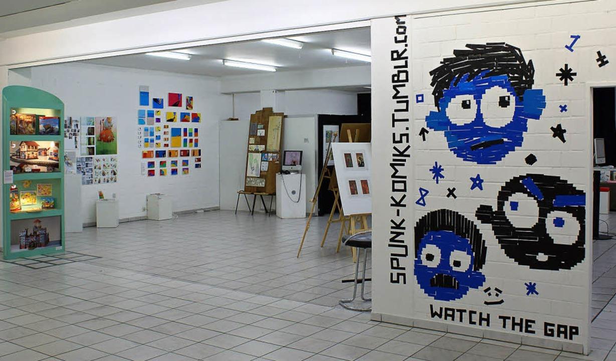 """Die Ausstellung """"regioillustrier...it einer Wandarbeit von Philipp Exner     Foto: pro"""
