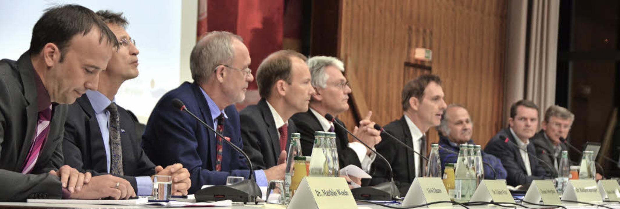 Voll besetztes Podium mit (von rechts)...Wildi, Michael Bertram und Georg Lutz     Foto: Ralf H. Dorweiler