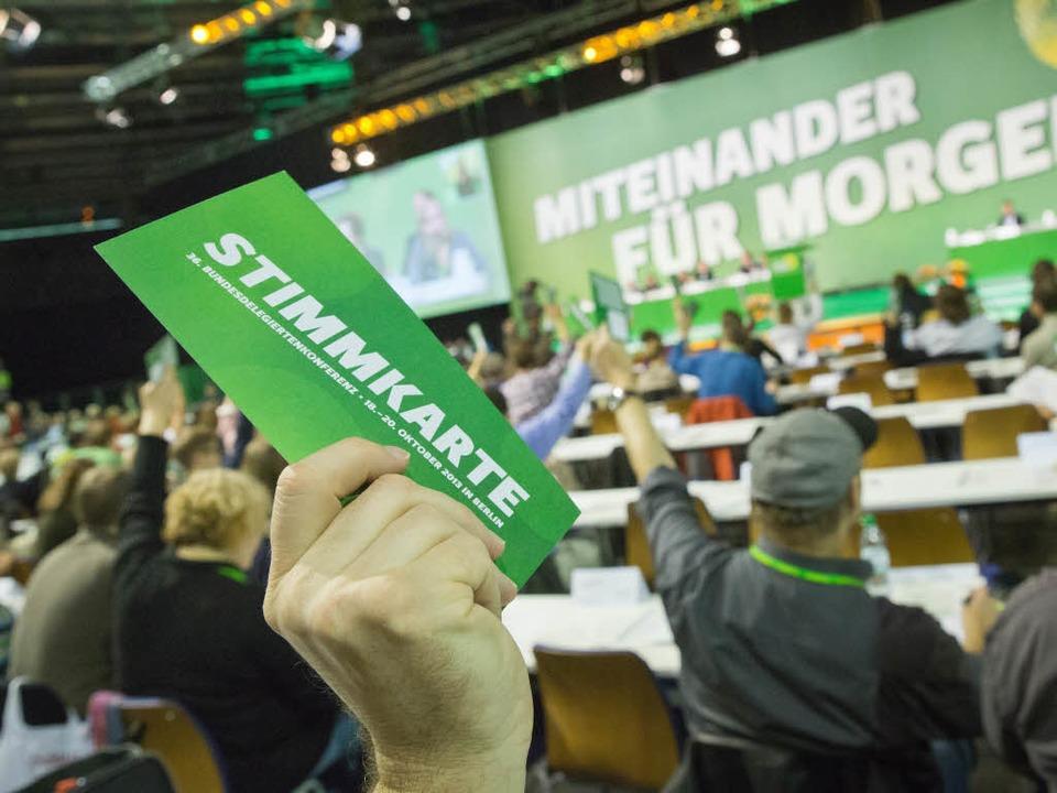 Die Delegierten stimmten sowohl fürs M...anz klar wurde, was damit gemeint ist.  | Foto: dpa