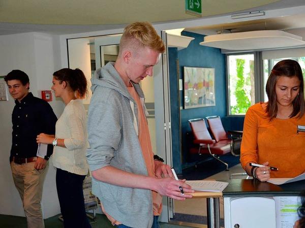 Bei Frau Fühl und Frau Weber durften die Azubis knifflige Fragen zum Kundencenter beantworten.