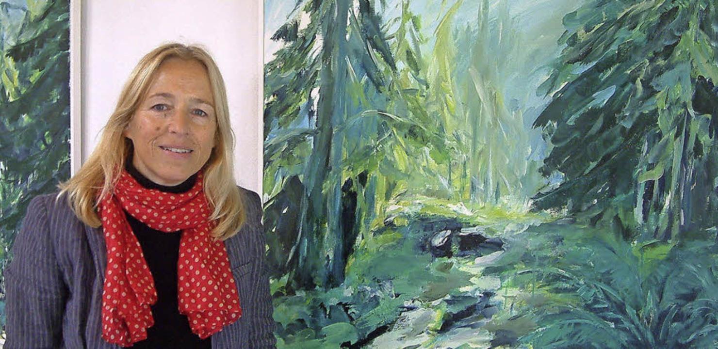 Heidi Nübling an ihren Bildern   | Foto: Roswitha Frey
