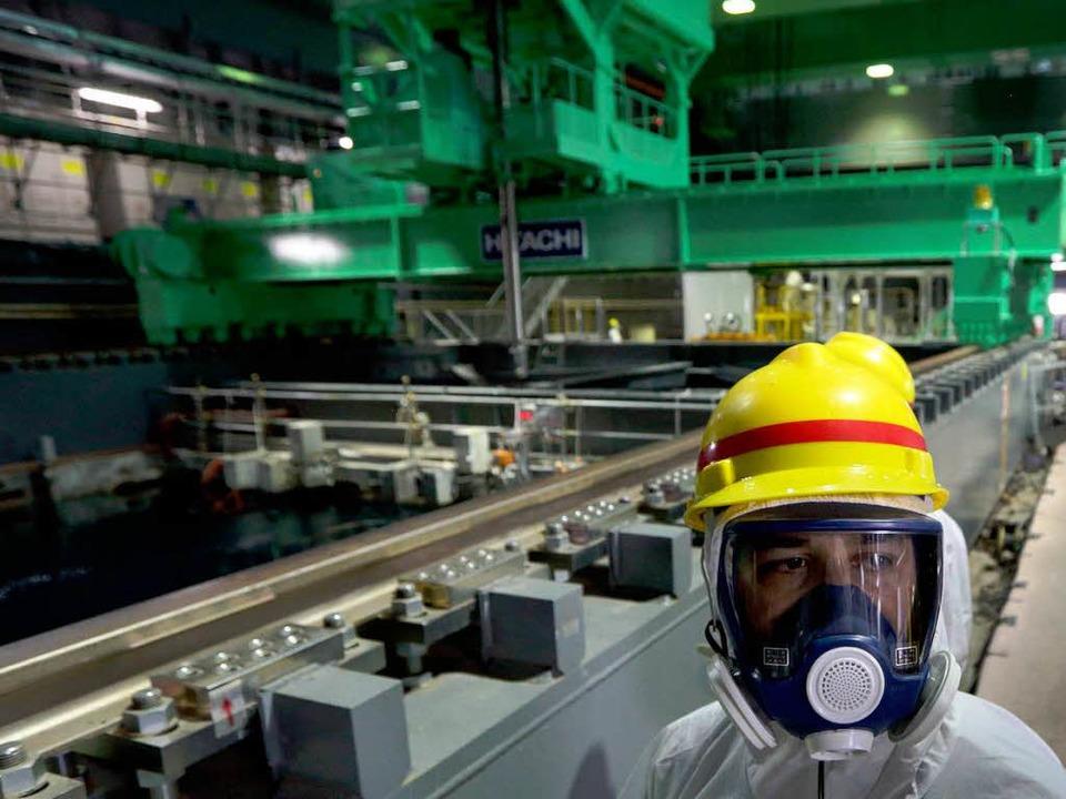 Am Donnerstag konnten sich Journalisten im Gebäude von Reaktor vier umsehen.   | Foto: AFP