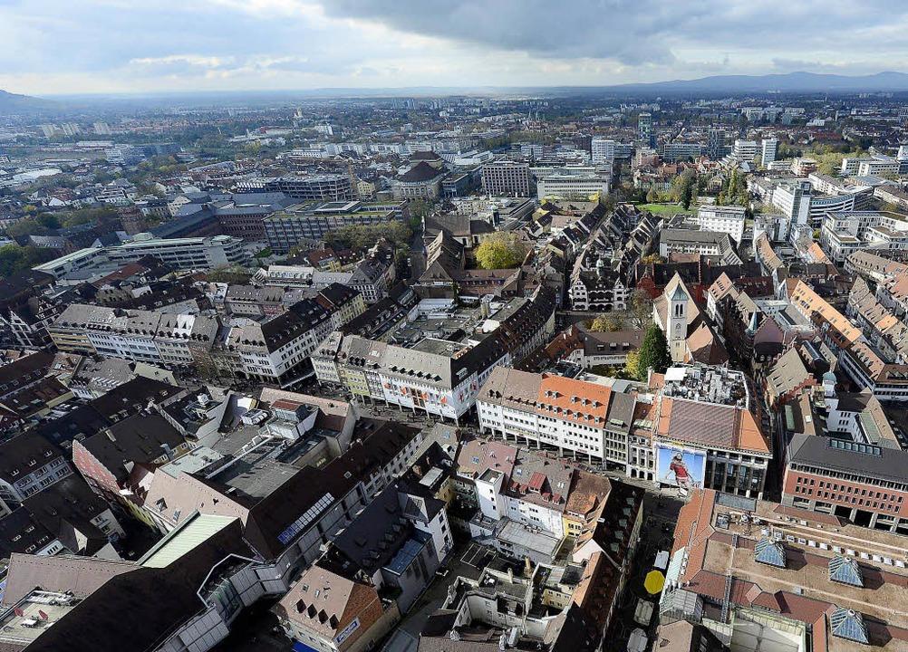 Freiburgs Altstadt im Brennpunkt: Eine... für Ruhe und Sicherheit sorgen soll.   | Foto: Ingo Schneider