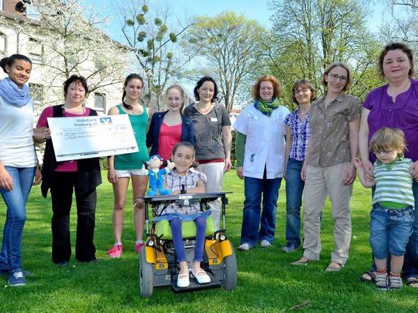 """Die Neurokids an der Universitätsklinik Freiburg freuen sich über die Spenden der Nachwuchsartisten des  """"Circus Harlekin"""","""