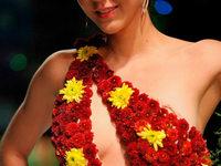 Fotos: Biofashion – Mode aus Blumen und Blättern