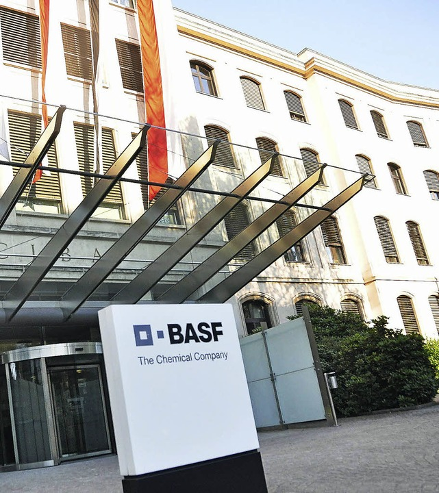 Die BASF sorgt in der Region, hier der... durch Stellenabbau für Schlagzeilen.   | Foto: Daniel Gramespacher