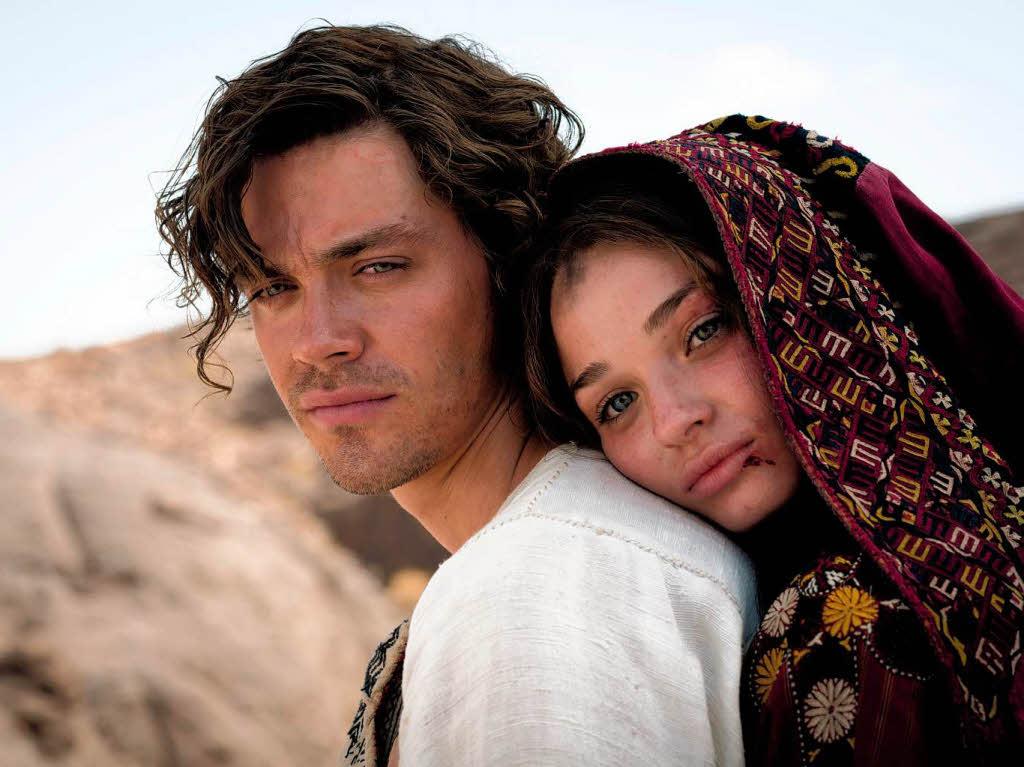 """Medicus"" <b>Rob Cole</b> (Tom Payne) mit seiner großen Liebe Rebecca (Emma Rigby) <b>...</b> - 78145157"