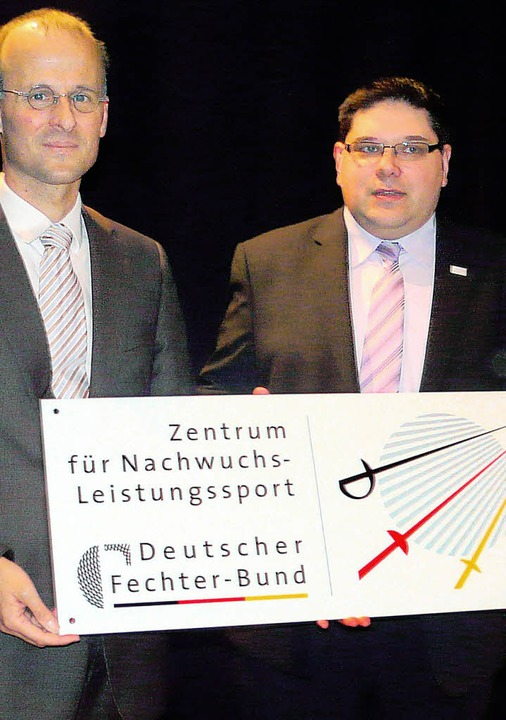 Andreas Haasis-Berner (links), Vorsitz...für Nachwuchs-Leistungssport entgegen.  | Foto: Eberhard Weiß