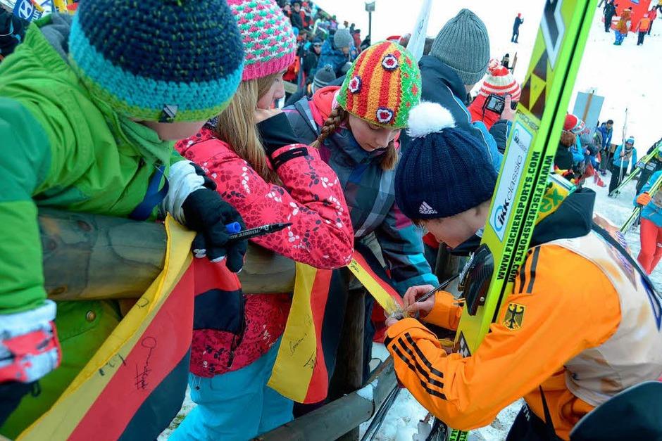 Beste Stimmung und große Sprüge: Der Weltcup-Zirkus der Skisprung-Asse gastiert in Titisee-Neustadt. (Foto: peter stellmach)