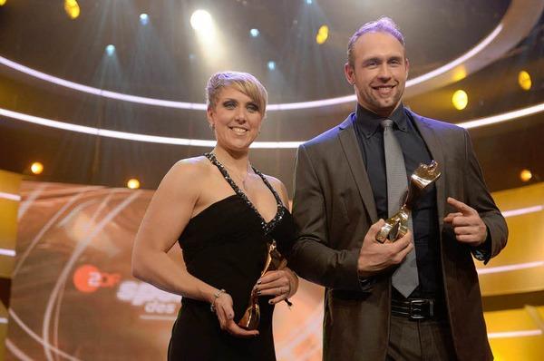 Die Sieger mit Pokal: Christina Obergföll und Robert Harting