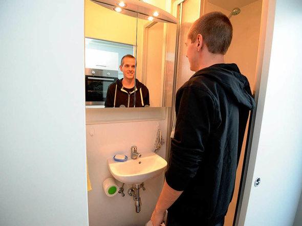freiburger studenten testen das wohnen im container freiburg badische zeitung. Black Bedroom Furniture Sets. Home Design Ideas