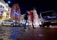Polizei richtet Gefahrenzone ein, um sich zu schützen