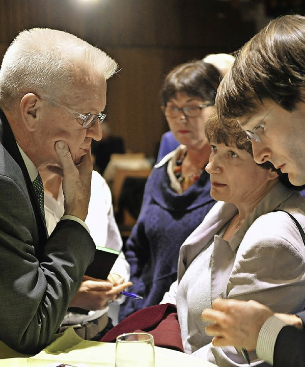 Winfried Kretschmann im Gespräch mit Irina Katz von der Jüdischen Gemeinde.  | Foto: Thomas Kunz
