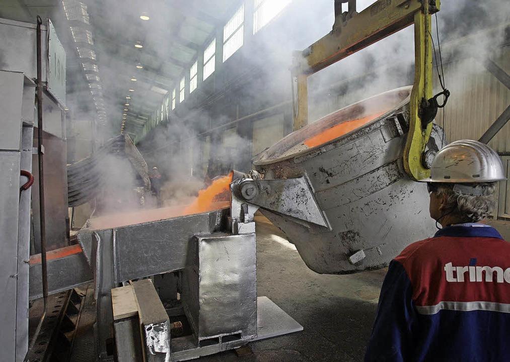 Für die Aluminiumherstellung ist extrem viel Strom nötig.  | Foto: dpa