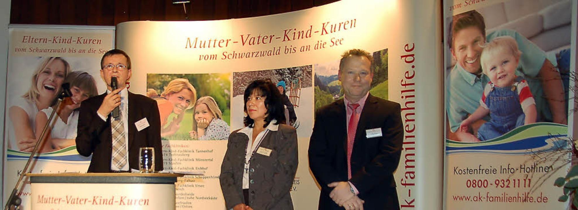 Klemens Wehr (Vorstand Trägerverein), ... der Fachklinik Tannenhof im Kurhaus.     Foto: Ulrike Jäger