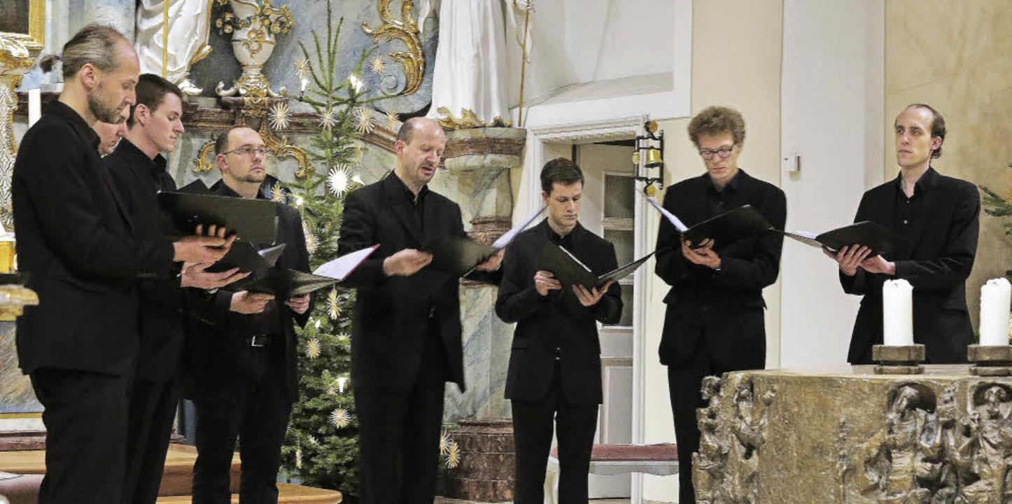 Benefizkonzert: Die Schola Gregoriana ...r Bad Krozinger St. Alban-Kirche auf.     Foto: Dorothee Philipp