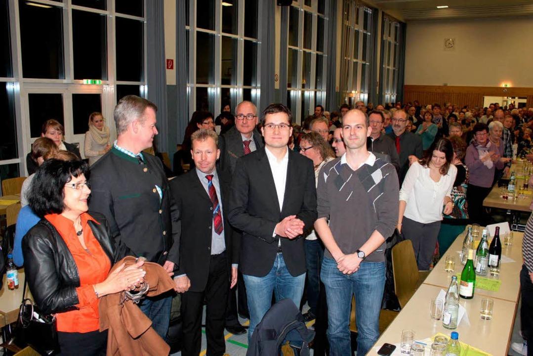 Überrascht vom schnellen Sieg: Martin Rupp (vorne Zweiter von rechts)  | Foto: Mario Schöneberg