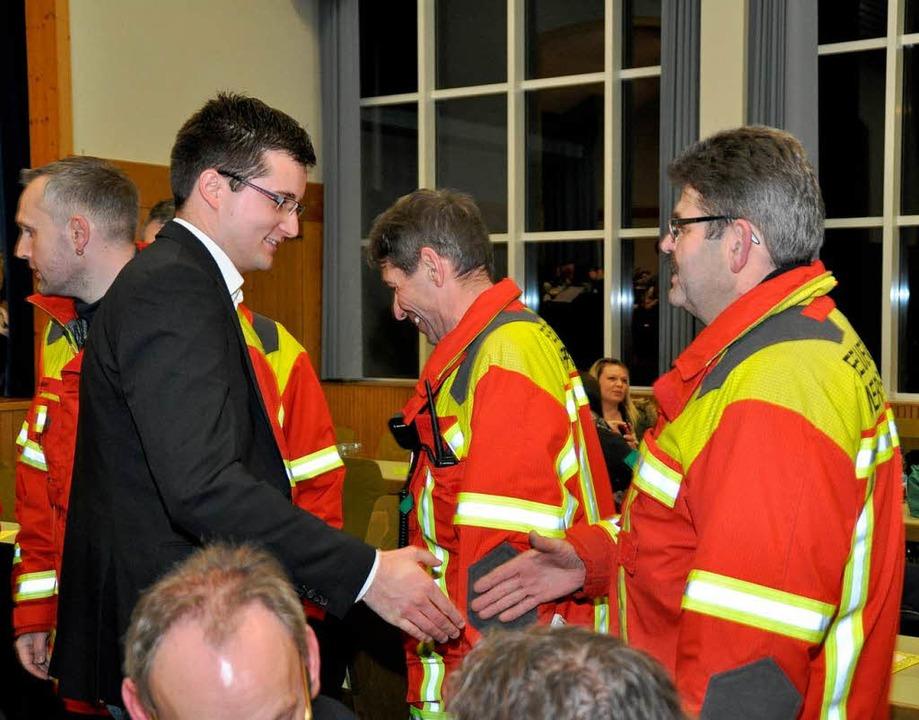 Gratulation von der Feuerwehr  | Foto: Julius Wilhelm Steckmeister