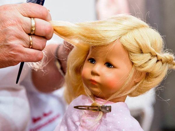 Bekommt die Haare schön: Käthe-Kruse-Puppe