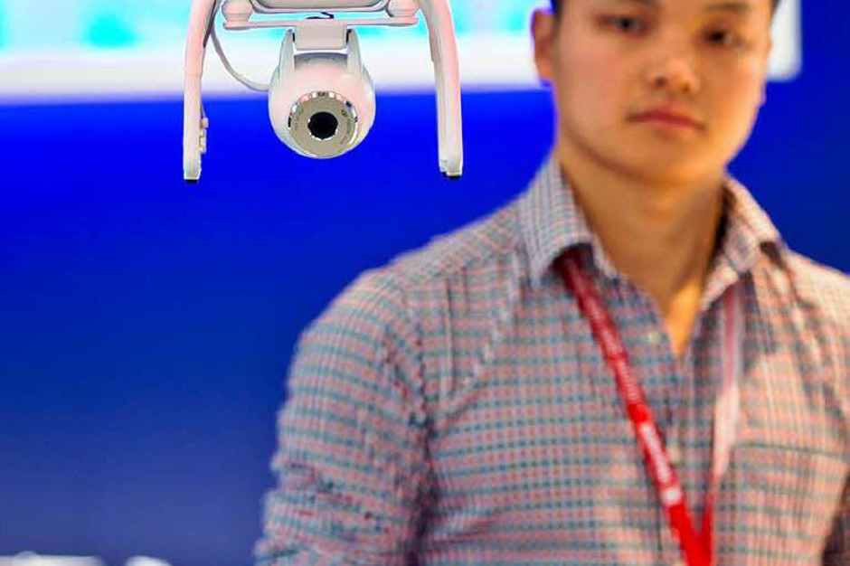 "Quadrokopter mit integrierter Kamera ""Phantom 2 Vision"" (Foto: dpa)"