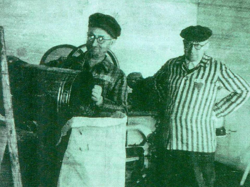 Pfarrer Anton Maria Fränznick (links) .... Hier ist er vor 70 Jahren gestorben.  | Foto: privat
