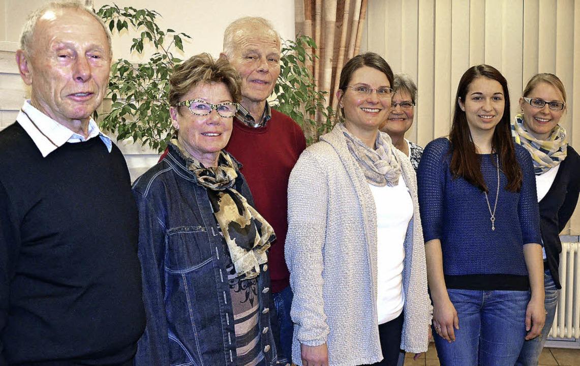 Vorsitzende Ina Heidemann (Mitte) ehrt... Vries, Alicia Stock und Nadine Dathe.  | Foto: Martina Proprenter