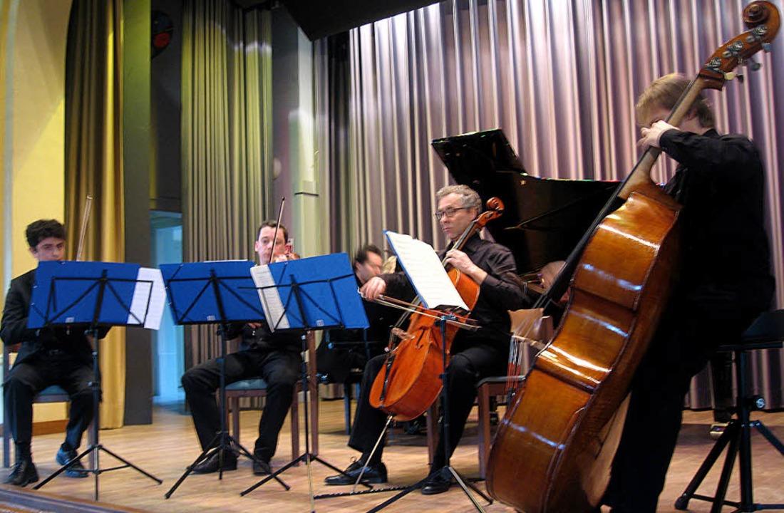 Schuberts Forellenquintett im ZfP: Die...ch (Cello), Jozef Novotný (Kontrabass)    Foto: Hildegard Karig