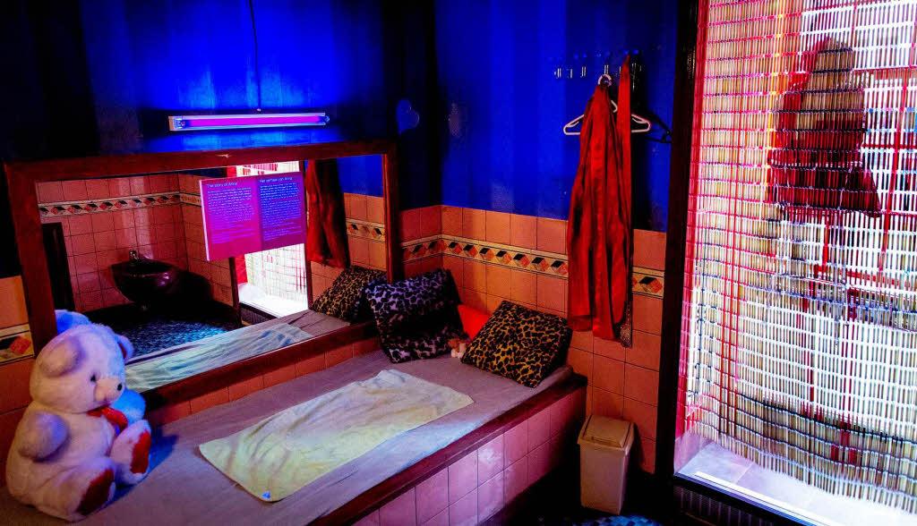 prostitution museum amsterdam darauf stehen frauen