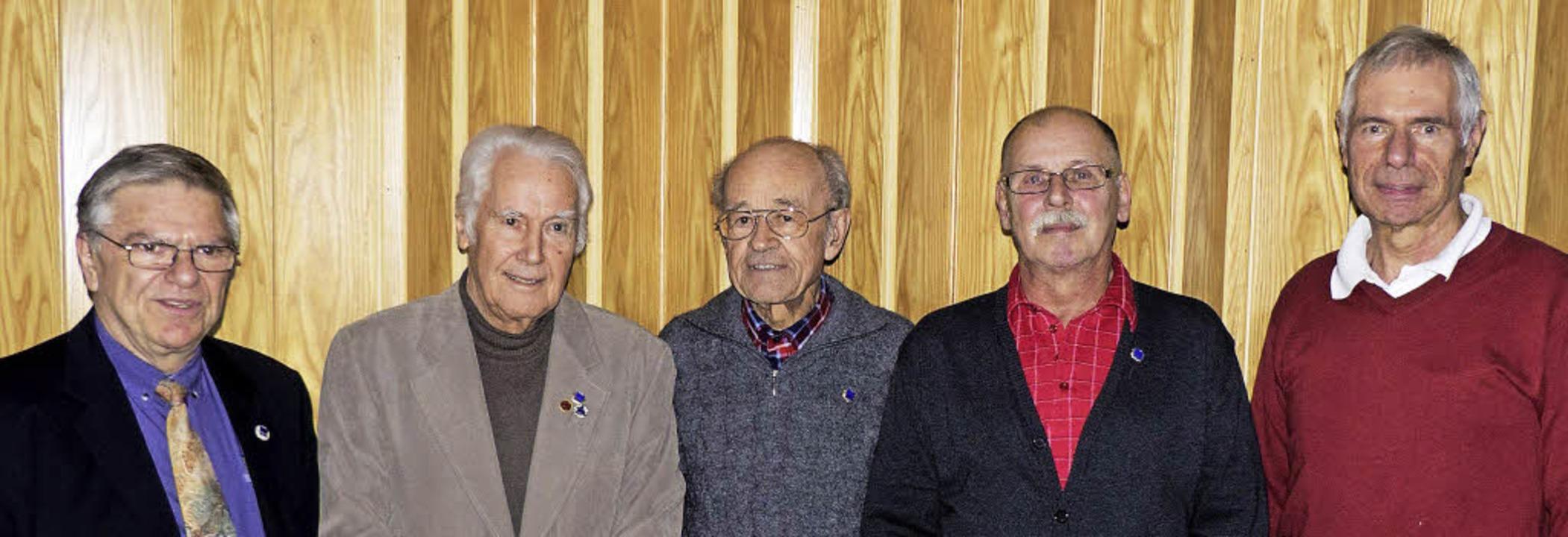 Walter Reichhart, Vorsitzender des Lan...r ihre jahrzehntelange Mitgliedschaft.  | Foto: Privat