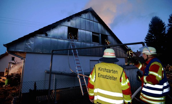 Nach dem Feuer ist das Einfamilienhaus in der Dorfbachstraße in Kirchzarten-Zarten nicht mehr bewohnbar.