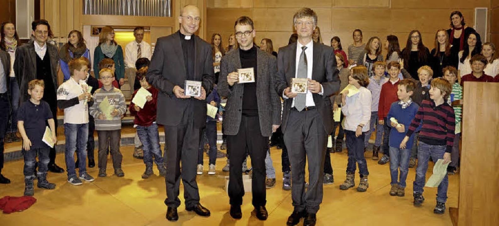 "Domkapitular Peter Birkhofer, Bezirksk... und Familiengottesdienst"" vor.   | Foto: Georg Auer"