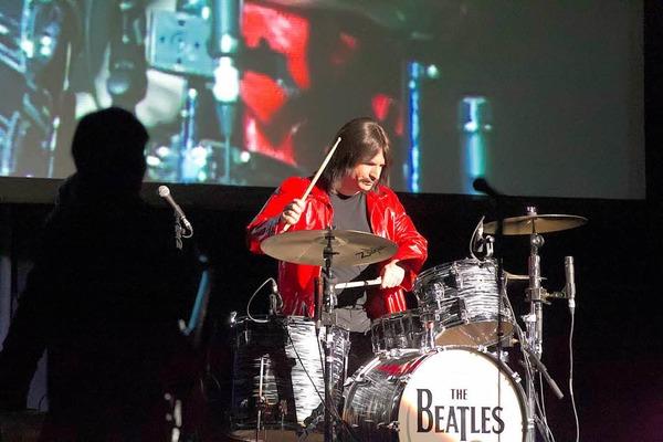 "Wie das Original? Nun ja: fast. Das Beatles-Musical ""All You Need Is Love"" in Freiburg."