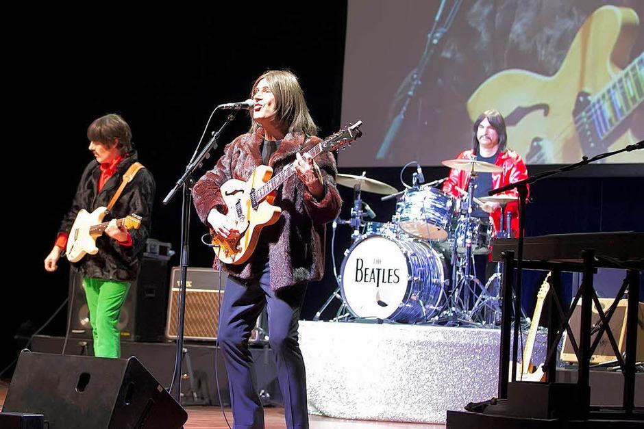 "Wie das Original? Nun ja: fast. Das Beatles-Musical ""All You Need Is Love"" in Freiburg. (Foto: Daniel Fleig)"
