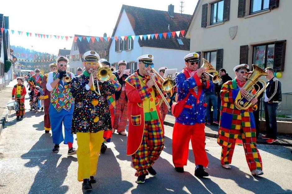 """Umzug in Sasbach:  Farbenprächtig zeigten sich die  """"Kumpfbicker"""". (Foto: Roland Vitt)"""