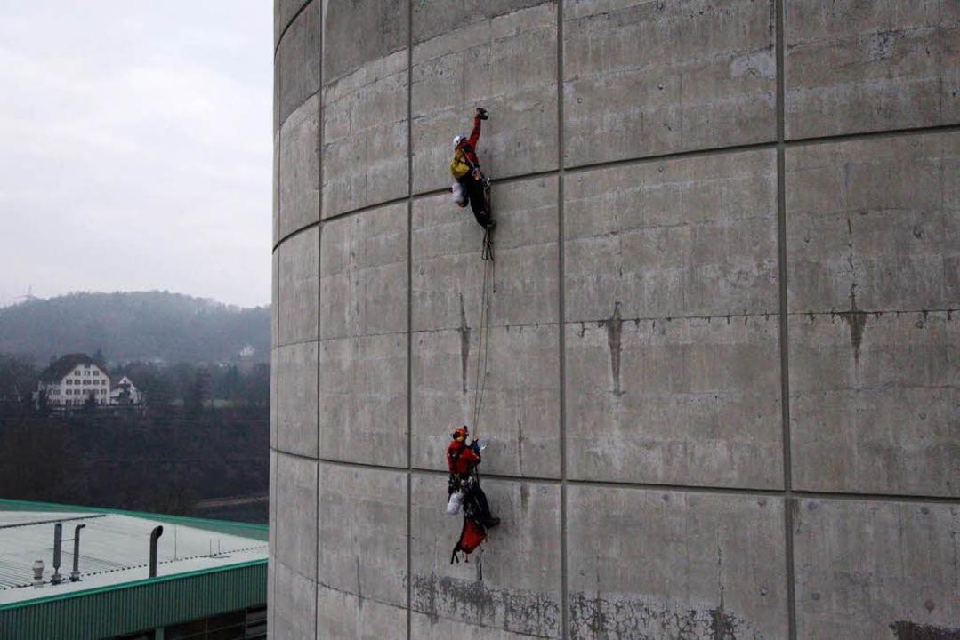 Die Aktivisten fordern die sofortige Abschaltung des Kraftwerks.  | Foto: Greenpeace
