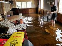 Dauerregen verursacht Erdlöcher und Überschwemmungen