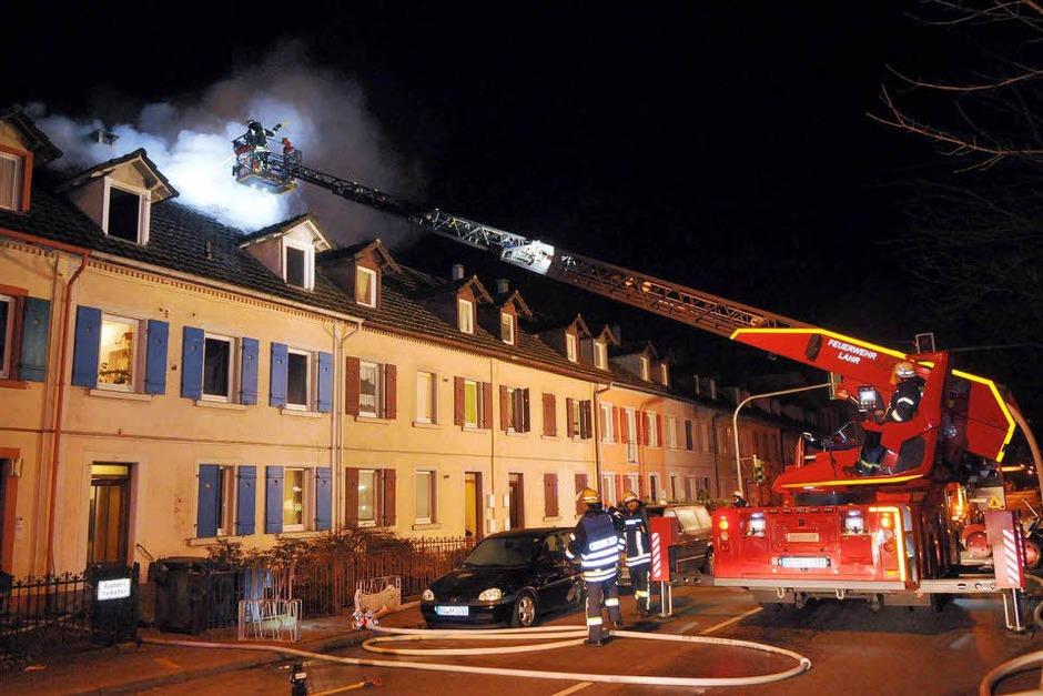 Löscharbeiten in der Kaiserstraße in Lahr (Foto: WOLFGANG KUENSTLE               )