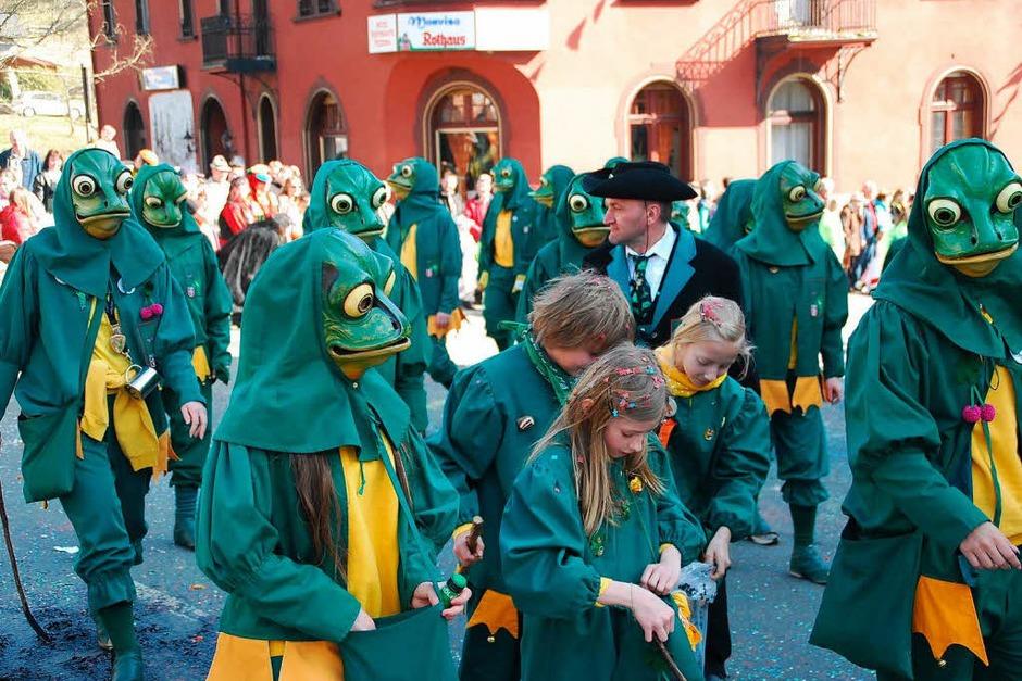 Heiß her ging es am Sonntag bei der Buurefasnacht in Neuenweg (Foto: Edgar Steinfelder)