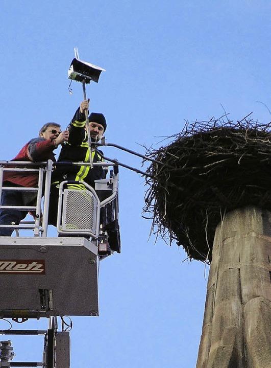 Eine neue Kamera steht auf dem Storchenturm.   | Foto: Privat